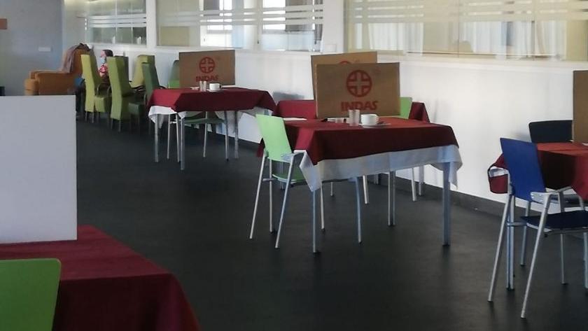 Aspecto de uno de los comedores / zonas comunes de la residencia Ensanche de Vallecas (Madrid).