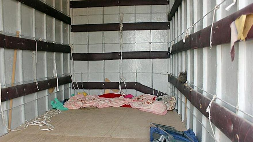 Detenido por retener dos días a una mujer en el remolque de un camión en Cartagena