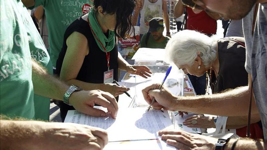 """Entregan en Moncloa 1.750.000 """"votos"""" contra los recortes y las políticas educativas"""