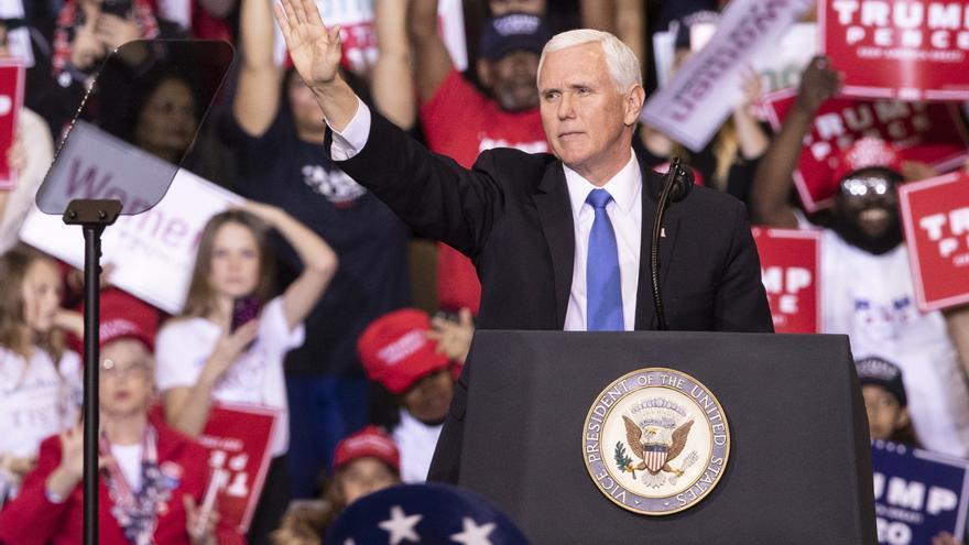 """El vicepresidente EE.UU. corteja el voto latino en Orlando al grito """"Viva Cuba Libre"""""""