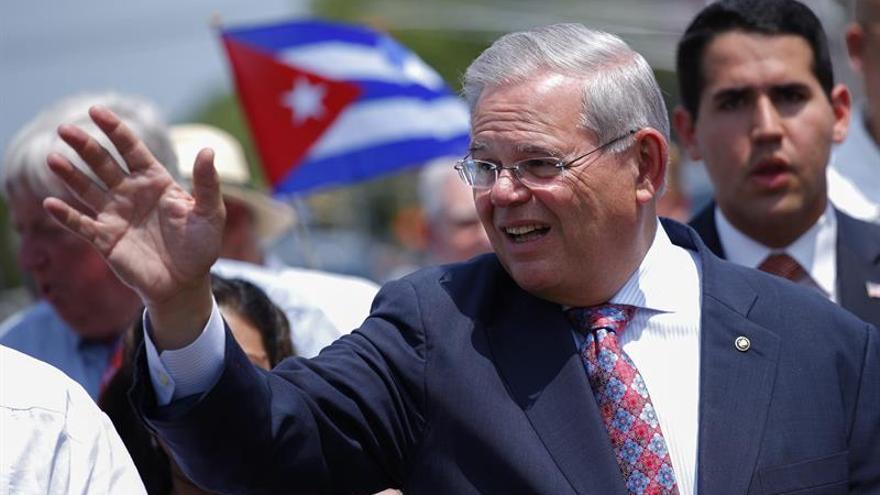 """Menéndez: con la muerte de Fidel hay una """"oportunidad histórica"""" para ayudar a Cuba"""