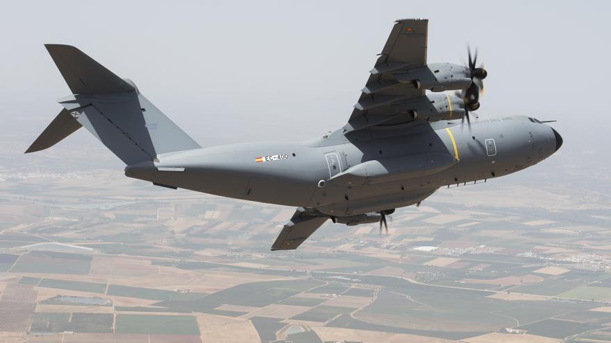 Archivo - Primer vuelo del primer A400M para España