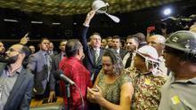 Bolsonaro nombra a un pastor evangelizador de indígenas como presidente de la agencia de tribus aisladas