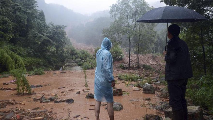 Al menos un muerto y 34 desaparecidos por lluvias en el norte de China