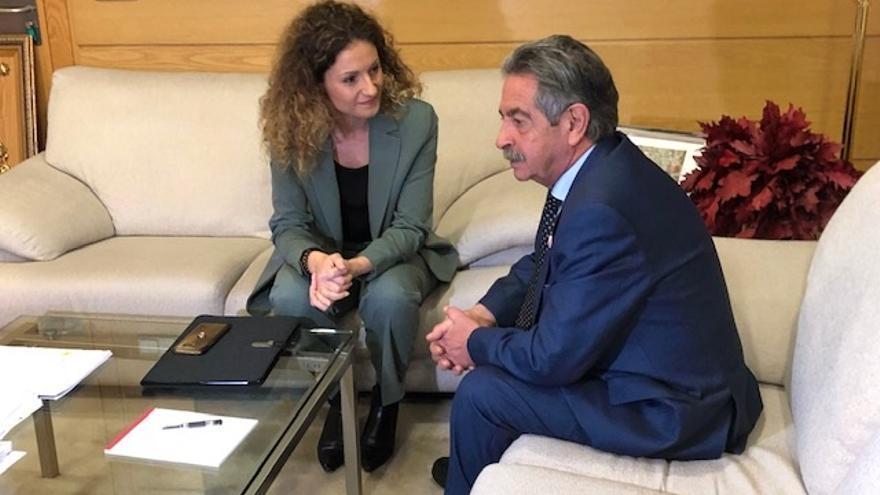 """Quiñones asegura que el Gobierno de España """"va a hacer todo lo posible"""" para buscar una solución para Sniace"""
