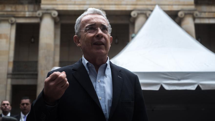 Uribe interrumpe su vida política y deja el Senado por desconfiar de la Corte