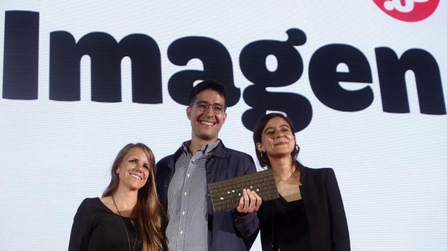El equipo de Univisión Noticias Digital celebra el premio Gabo en la categoría imagen en la séptima edición del Festival Gabo, a lo mejor del periodismo Iberoamericano hoy jueves en Medellín (Colombia).