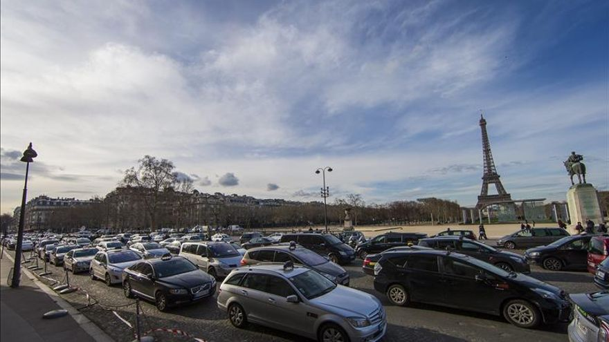 La circulación alterna en París por la contaminación reduce los atascos