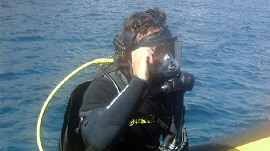 Buceador se prepara para una inmersión. (Cedida a CA)
