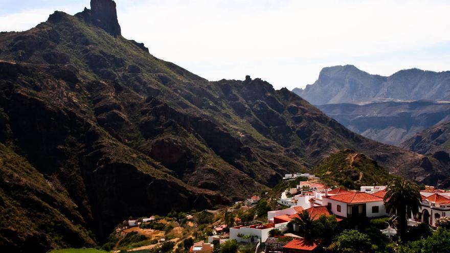 El Roque Bentayga desde el pueblo de Tejeda. VIAJAR AHORA
