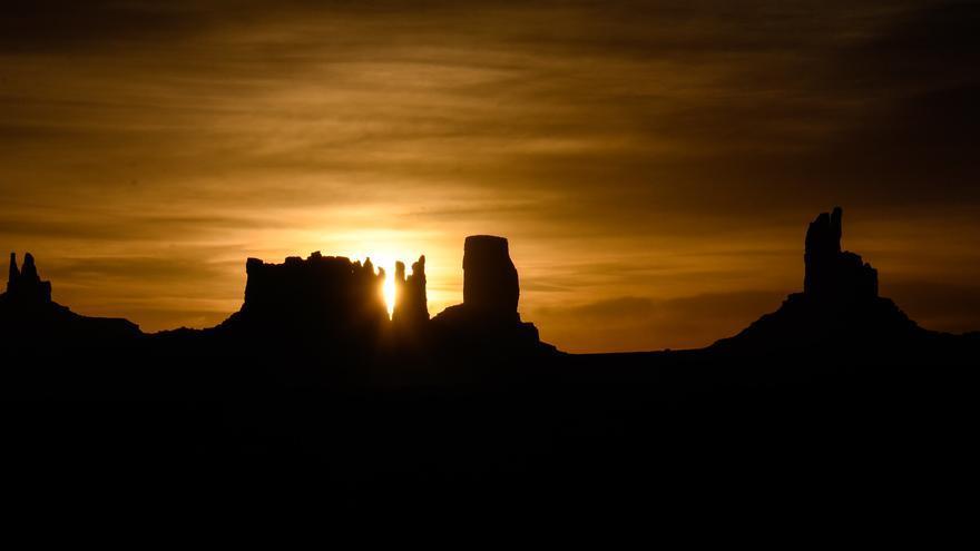 Amanece en Monument Valley. m01229