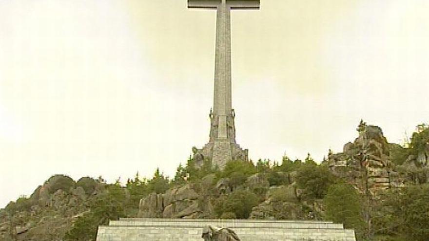 """Pedro Sánchez confirma que """"en un breve espacio de tiempo"""" se exhumarán los restos de Franco del Valle de los Caídos"""
