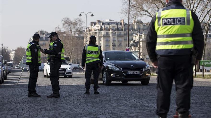 Los coches con matrícula impar no pueden circular hoy en París por polución