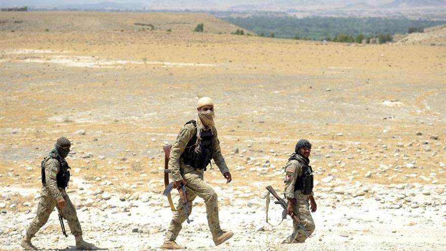 Miles de civiles huyen en la provincia de Helmand de Afganistán ante el avance talibán
