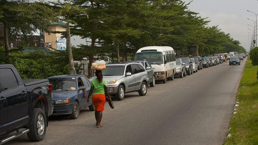 La escasez de gasolina y de electricidad amenaza con paralizar Nigeria