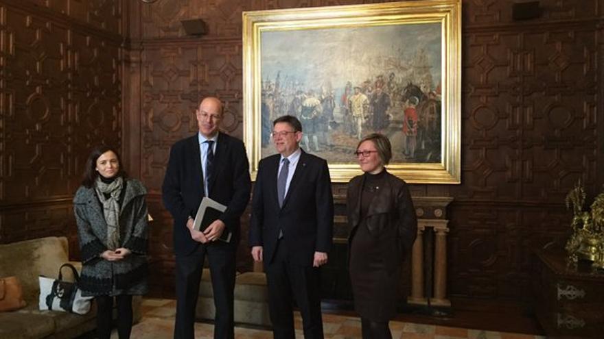 El presidente de Renfe, Pablo Vázquez; Ximo Puig, presidente de la Generalitat, y la consellera de Vivienda, María José Salvador.