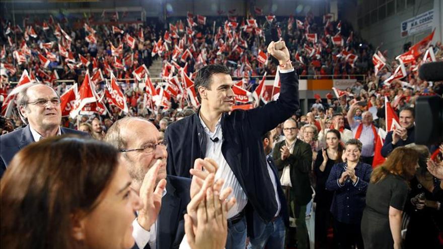 """Sánchez reta al """"frente antiPSOE"""": """"Estamos en pie dispuestos a ganar"""""""