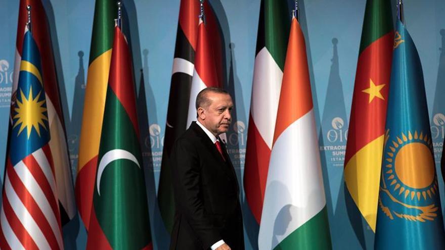 """Erdogan """"se ríe"""" de la petición de la CPI de entregar al sudanés Al Bashir"""