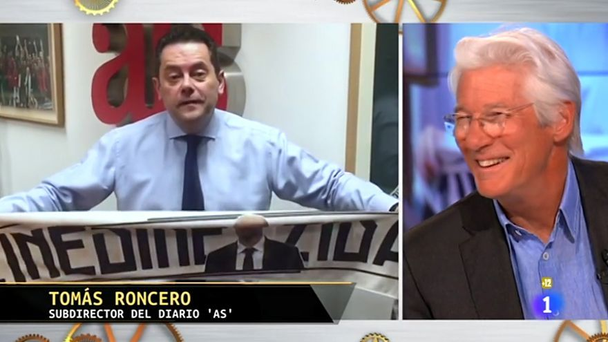 Richard Gere se ríe al escuchar el mensaje de Roncero en Hora Punta