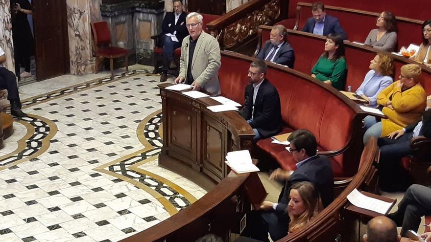 Joan Ribó interviene durante el pleno del Ayuntamiento de Valencia.