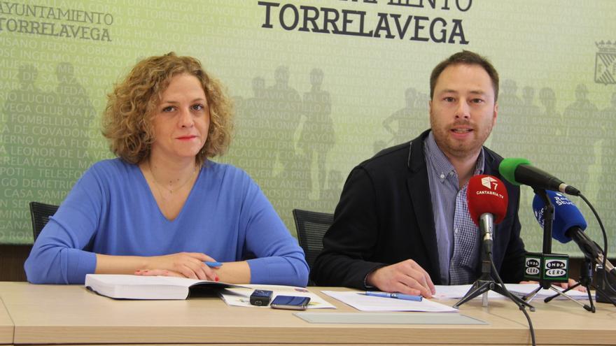 La concejala de Festejos, Patricia Portilla, y el director general de Juventud, Jorge Gutiérrez.
