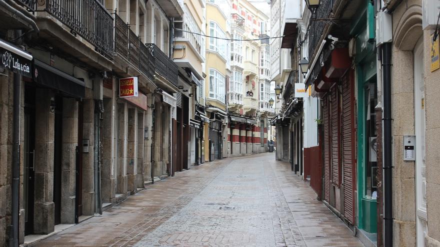 Céntrica calle de bares y restaurantes en A Coruña durante el confinamiento.
