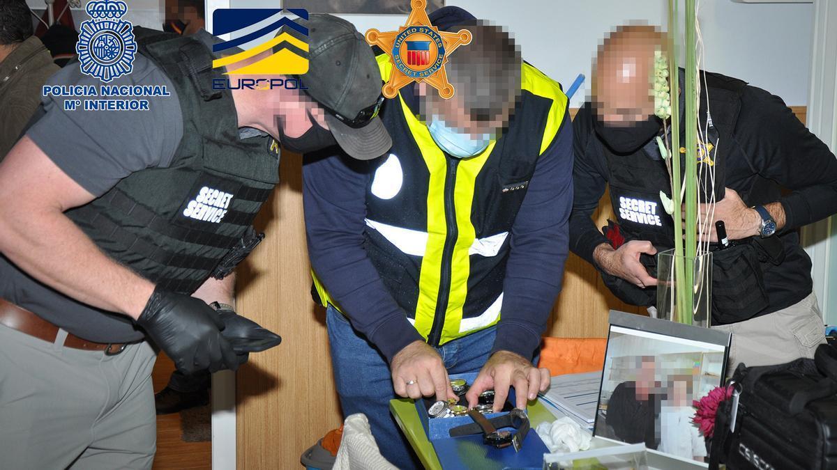 Los agentes de Europol, Estados Unidos y la Policía Nacional.