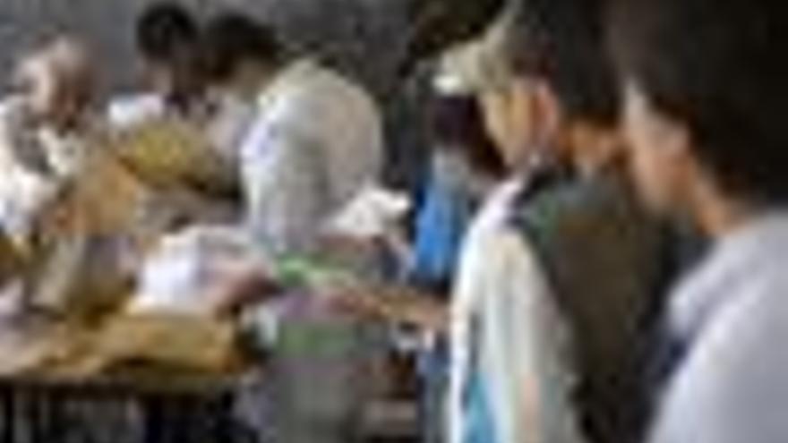 La ONU anuncia la destitución de 200 de los 380 jefes de distritos electorales