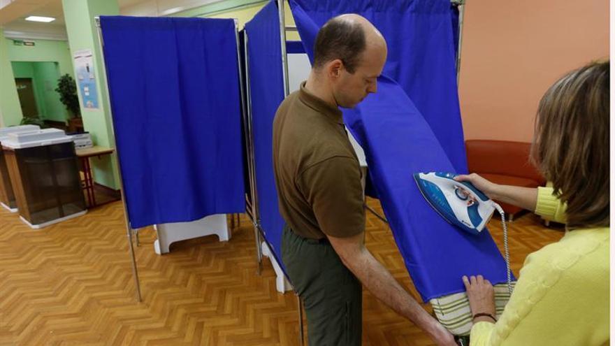 Abren los colegios electorales en Moscú para las elecciones legislativas