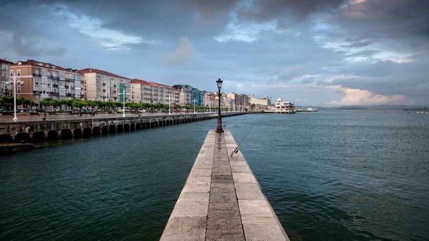 """El ministro de Turismo invita a descubrir """"el intenso verde de la montaña y el profundo azul del mar"""" de Cantabria"""