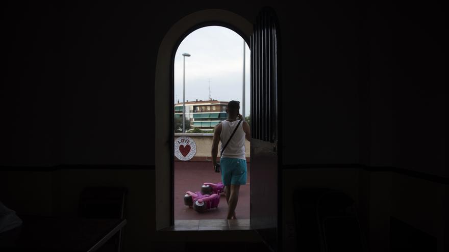 Desde el uno de julio, las dos iglesias habilitadas por la Mesa por la Hospitalidad acogen exclusivamente a hombres solos, por lo que algunas familias han tenido que desplazarse a la Borromeo.