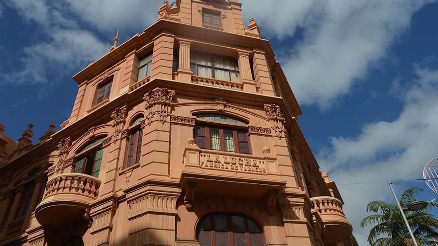 "Edificio ""La Lucha"", antigua fábrica tabacalera."