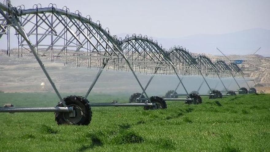 ¿Quién pagará el nuevo impuesto sobre el agua en Castilla-La Mancha del que se exime a los agricultores?