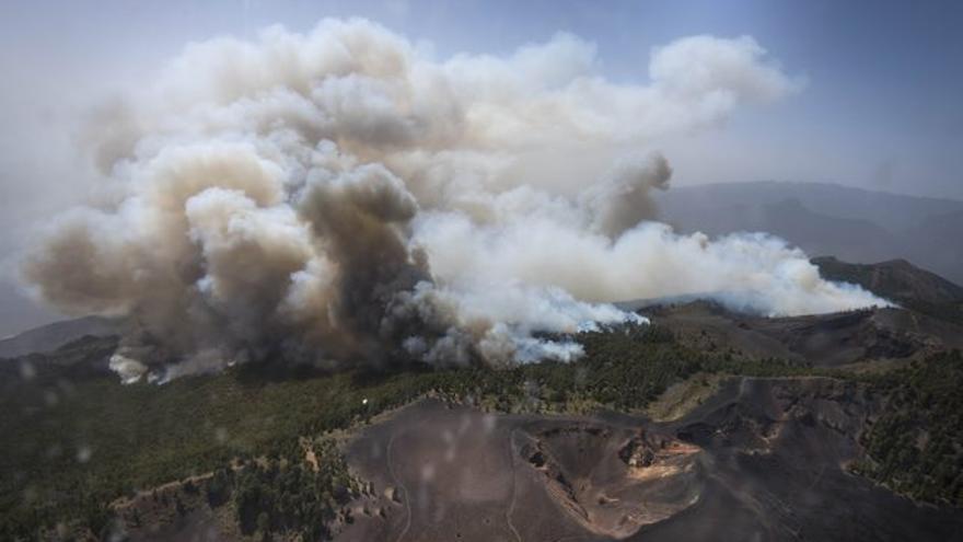 Imagen aérea del incendio forestal de La Palma