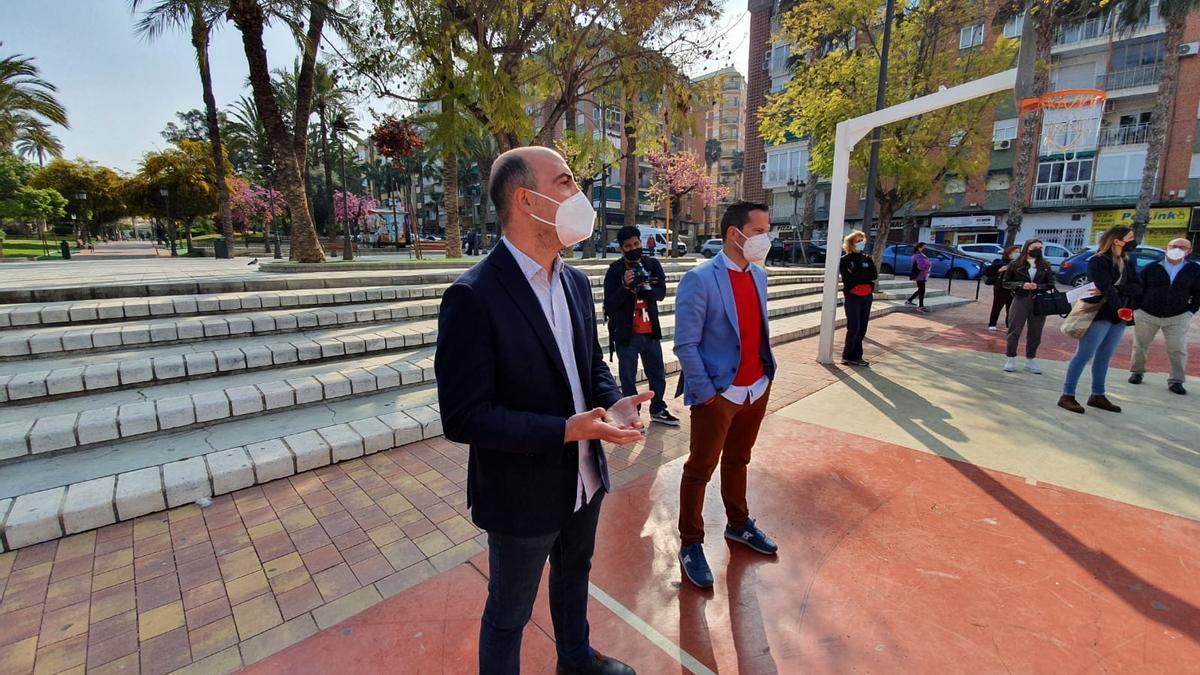 El alcalde de Molina y el concejal de Salud y Deportes en su visita al programa