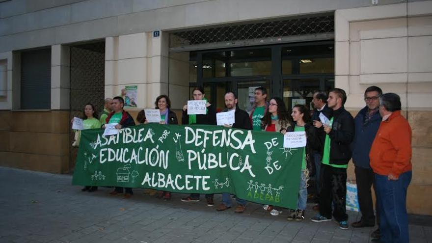 Concentración de la Asociación por la Defensa de la Enseñanza Pública en Albacete / Foto: albacetecapital.es
