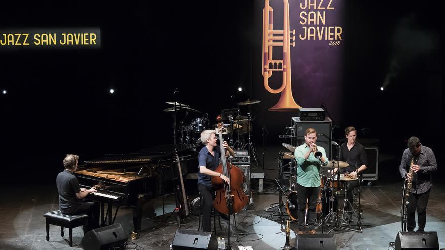 La elegancia jazzística e invasión de funky en San Javier fueron los protagonistas con Kyle Eastwood y Big Sam´s Funky Nation