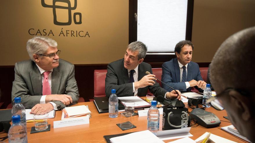 Alfonso Dastis, Fernando Clavijo y Luis Padrón, durante la celebración del Consejo Diplomático celebrado en la sede de Casa África.