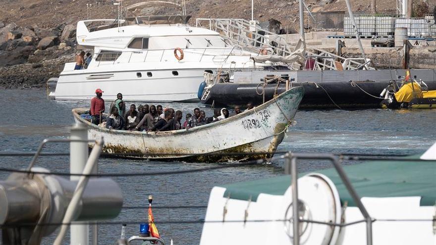Interior retoma las expulsiones desde Canarias y reabre los CIE con las mismas carencias previas a la pandemia