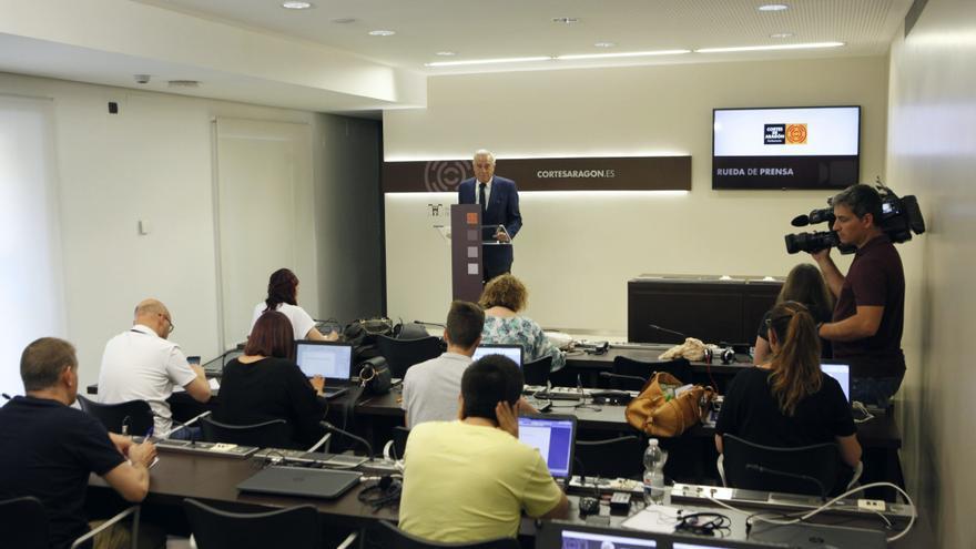 Javier Sada, presidente de las Cortes de Aragón, comparece ante la prensa para anunciar las fechas del debate de investidura.