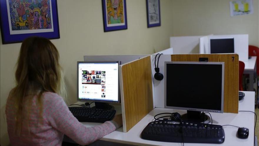 Los adolescentes españoles prefieren conectarse a internet que ver televisión