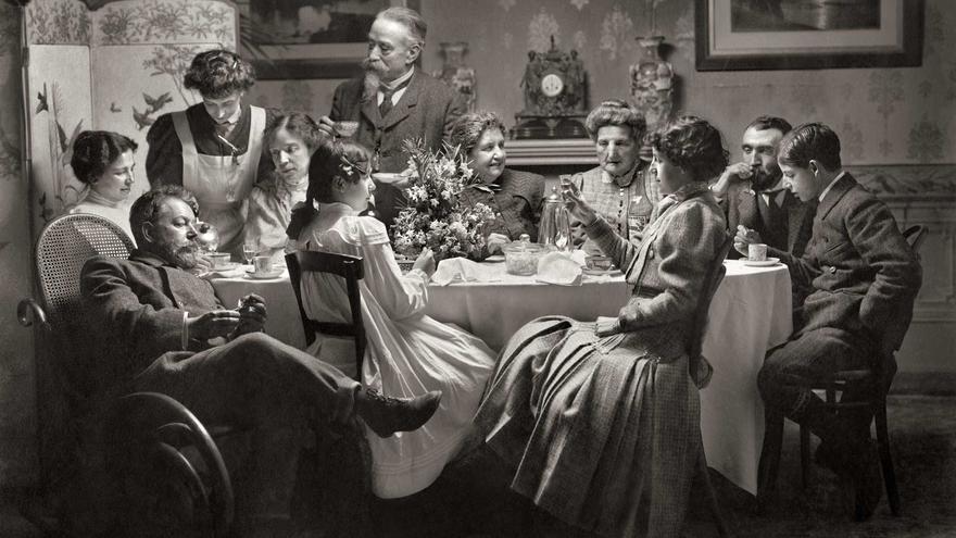 Joaquín Sorolla, en casa con su familia   MUSEO SOROLLA