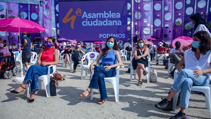 (I-D) La secretaria de Estado de Igualdad y contra la Violencia de Género, Noelia Vera; la ministra de Derechos Sociales y candidata a secretaria general de Unidas Podemos, Ione Belara y la portavoz nacional de Podemos, Isa Serra, participan en la IV Asam