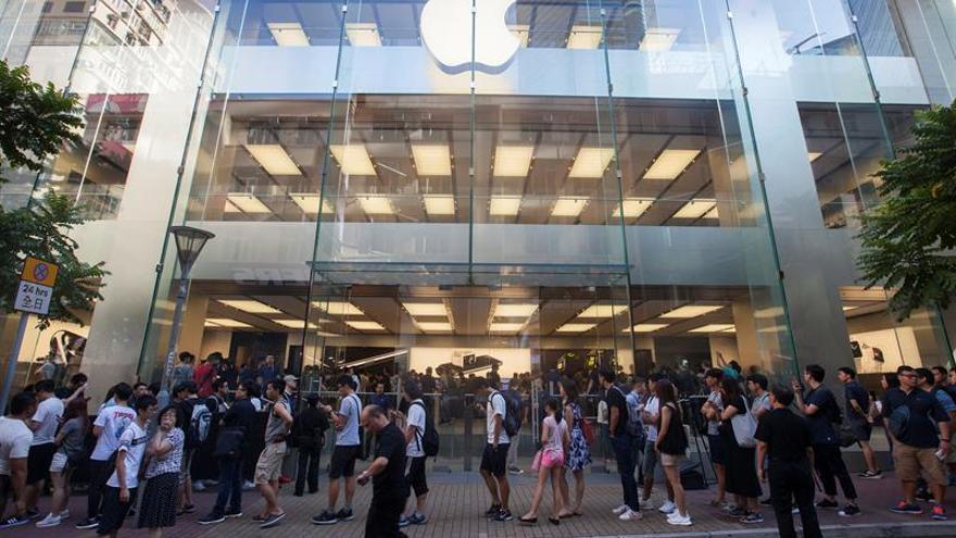 Aglomeraciones y modelos agotados en el primer día de venta de iPhone 7 en China