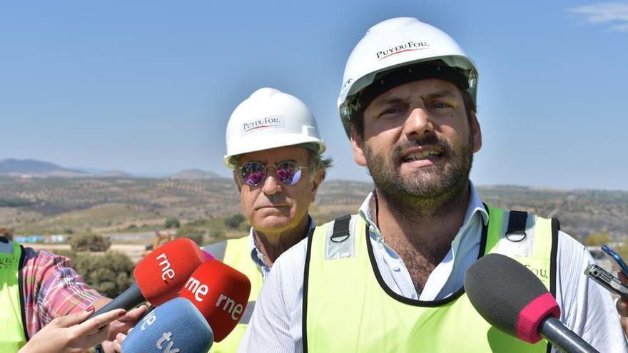 Jesús Sáinz, vicepresidente Puy Du Fou España (Izquierda) y Erwan de la Villeon, consejero delegado