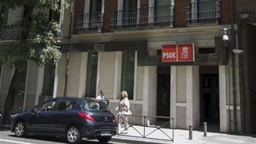 """La Gestora emprende acciones contra la plataforma 'Recupera PSOE' por """"usurpación de imagen"""" en su local de Ferraz"""