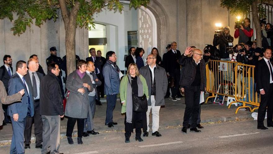Los miembros de la Mesa a su salida del Supremo