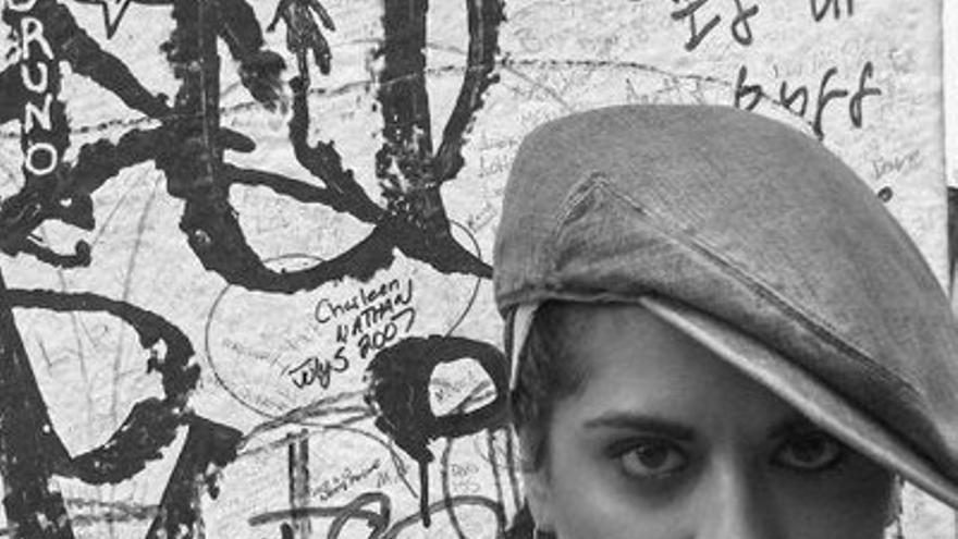 La escritora Alba Sabina Pérez publica su primer libro de poemas.