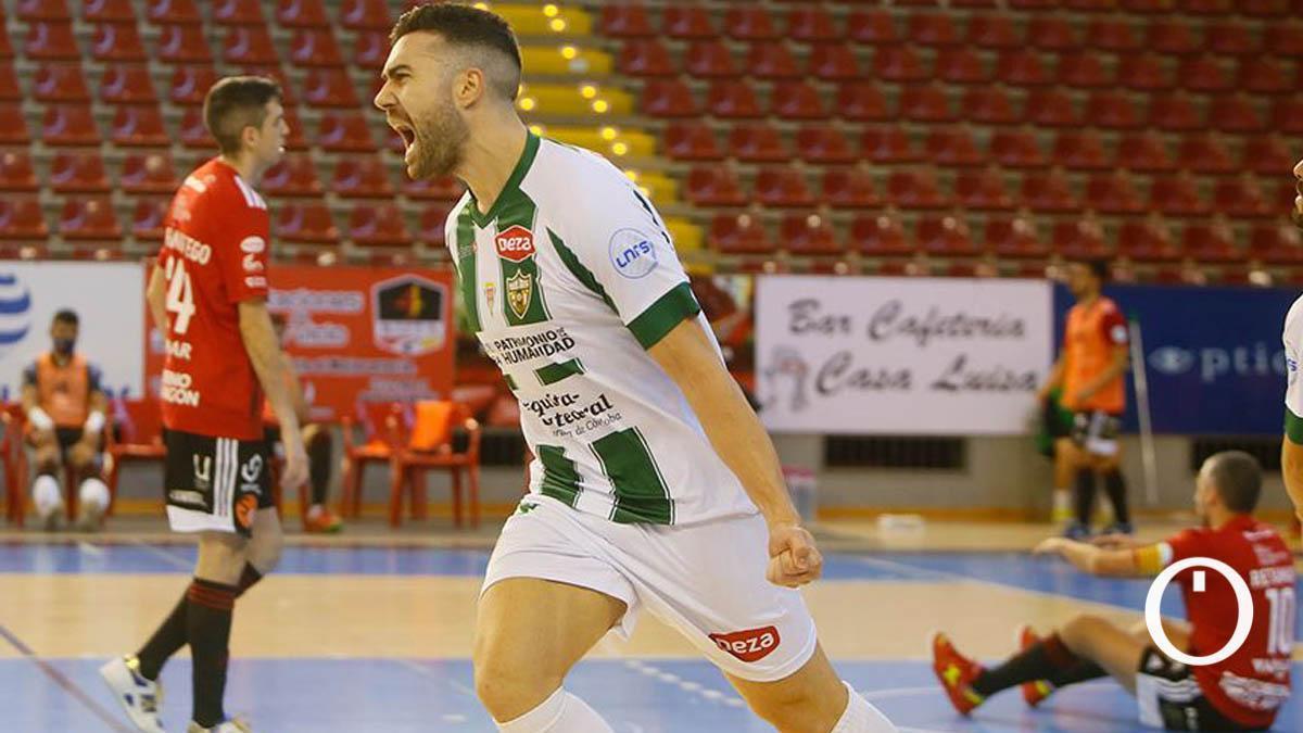 Alberto Saura celebra un gol en Vista Alegre