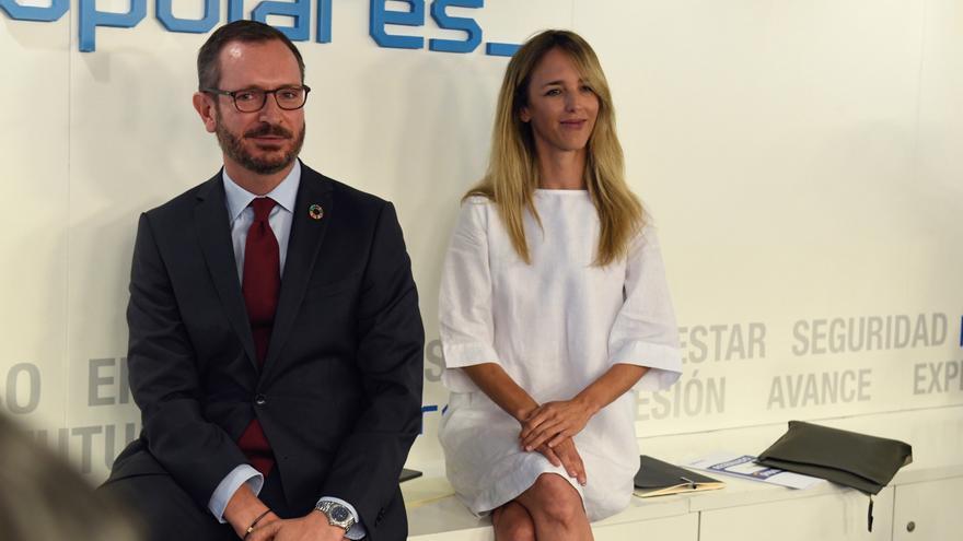 Casado reivindica ante Feijóo que el PP ya es un partido moderado